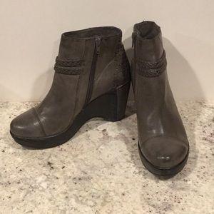 JBU wedge heeled boot